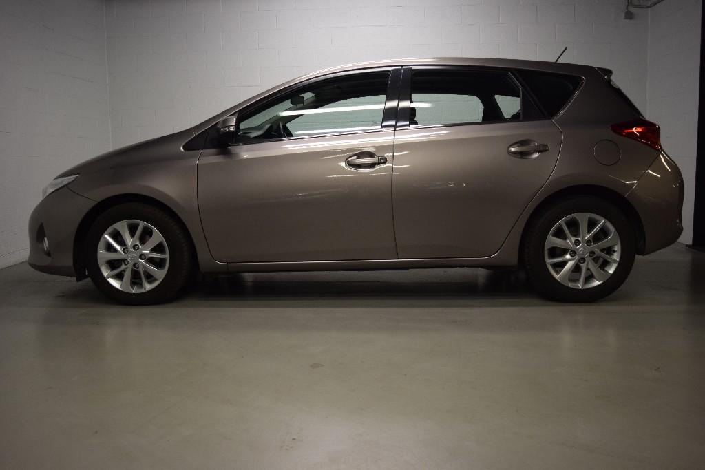 Toyota Auris Vvt I Active Gps Jantes Alu Volant Cuir Bose